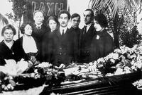 A group photo taken at M.O Gershenzon's wake in 1925 (restored)