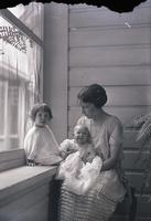 Unidentified-Group (mother and two children) 459