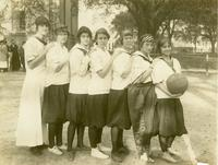Newcomb College Basketball Team, 1915