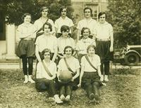 Newcomb College, Freshmen, Basketball Team, 1930